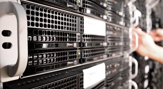 Aktive Komponenten am Beispiel eines Server-Racks